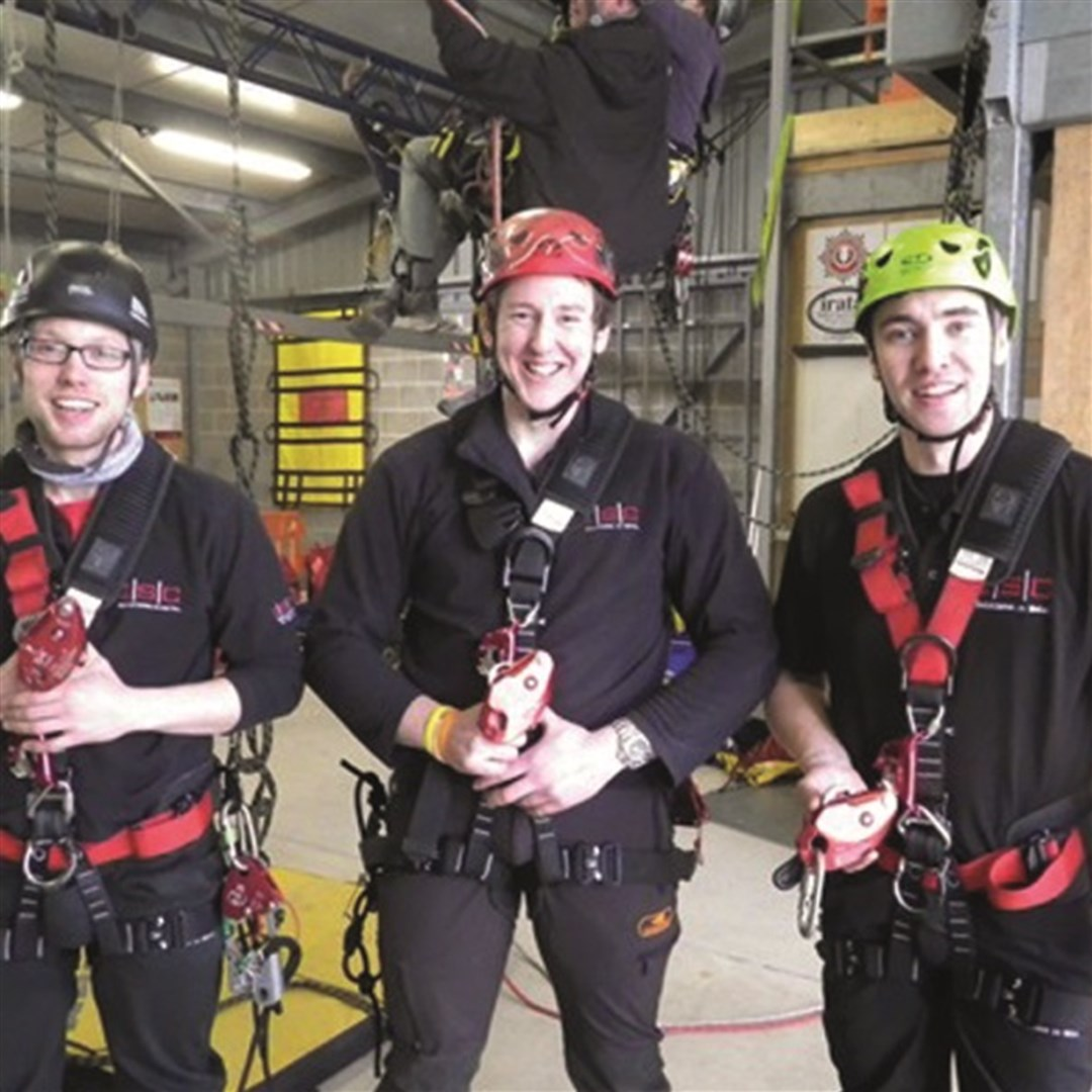 ISC Demo Team Pass IRATA Level 1 on D4 Descender and RED ...